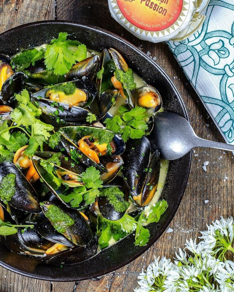 Mussels with Green Mojo Sauce